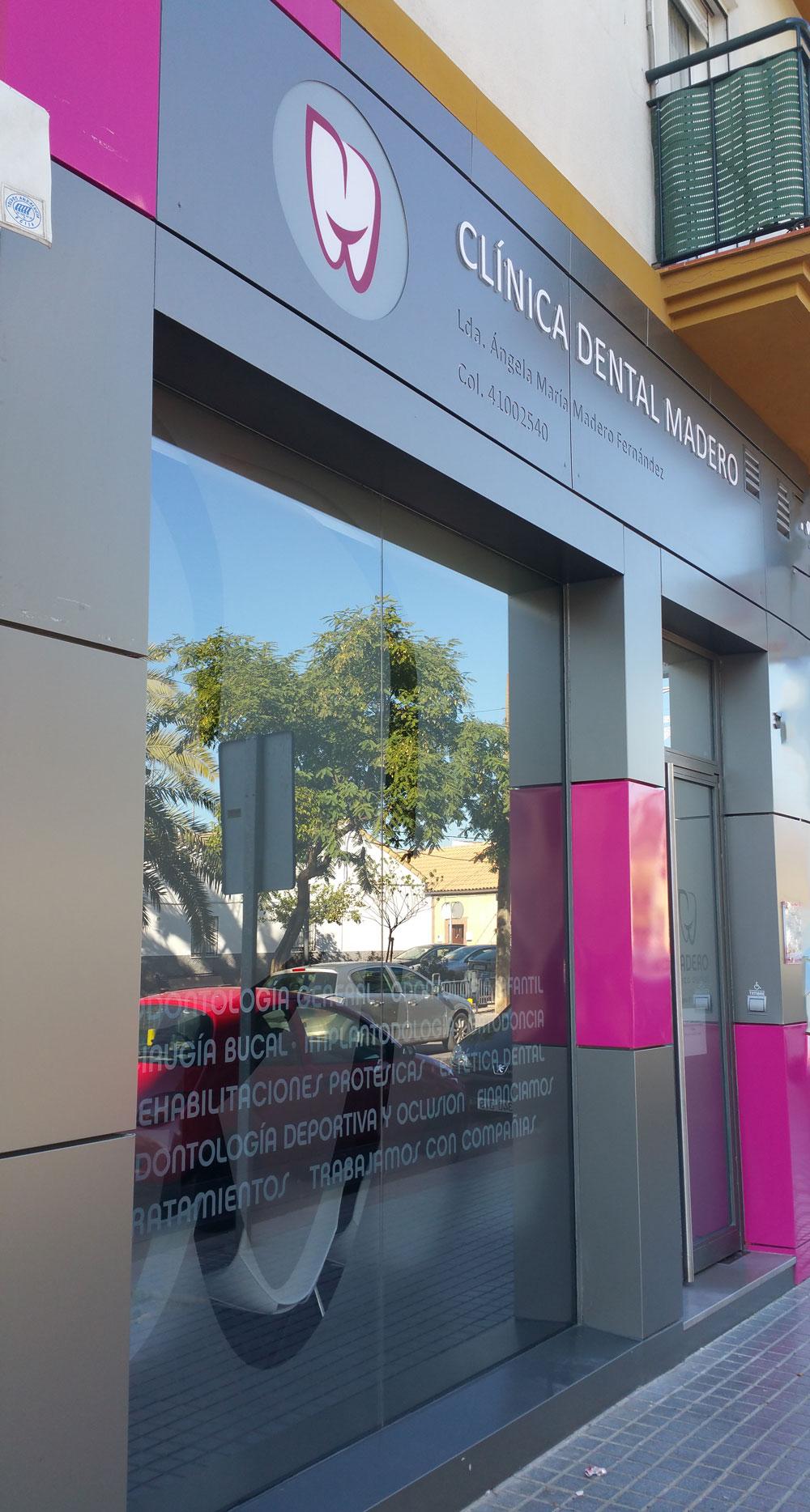 fachada-dentista-ecija2.jpg